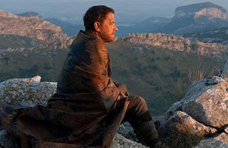 Герой Тома Хэнкса размышляет о своей судьбе. Кадр из фильма «Облачный атлас»
